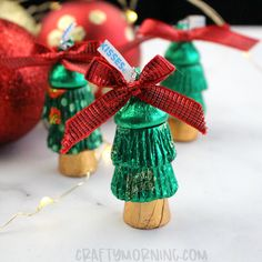 Make these fun little reeses Christmas tree gifts for your family and friends this Christmas! So fun and easy to make. Watch how I make them… Supplies Needed: 2 green wrapped reeses 1 rolo chocolate 1 Christmas Candy Crafts, Christmas Favors, Christmas Tree With Gifts, Christmas Goodies, Homemade Christmas, Christmas Treats, Simple Christmas, Holiday Crafts, Christmas Holidays