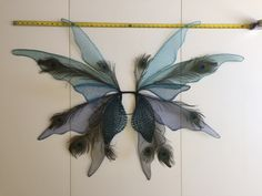 Magalie Sarnataro's props Dark Fairy wings Halloween 2018 Wire, tulle, tubular yarn, peacock feathers, ribbon and glue Cute Halloween Costumes, Halloween 2018, Fairy Wings, Peacock Feathers, Dark Fairies, Tulle, Ribbon, Wire, Tape