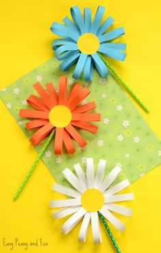 My kids LOVE making flowers, Spring is in the air. and it is time for some gorgeous flower crafts for kids. We have all sorts of flower DIYs for you to choose from, a number of easy pape Flower Craft Ideas- wonderful Spring, Summer Mothers Day id This ad Spring Crafts For Kids, Fun Diy Crafts, Easy Paper Crafts, Paper Crafts For Kids, Summer Crafts, Diy For Kids, Upcycled Crafts, Fabric Crafts, Creative Crafts