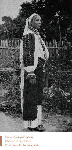 Folkwear-Society-Typology. Padureanca - Sapta. Romania Folk Embroidery, Embroidery Stitches, Embroidery Patterns, Folk Costume, Vintage Photos, Stitch Patterns, Black And White, Romania, Textiles