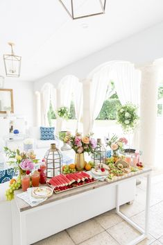The Healthiest Summer Lunch - Fashionable Hostess Birthday Lunch, Summer Birthday, Home Lunch Ideas, Fashionable Hostess, Lunch Table, Summer Pool Party, Cute Kitchen, Small Plates, Healthy Summer