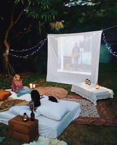 Ideas Backyard Movie Night Date Back Yard Backyard Movie Nights, Outdoor Movie Nights, Outdoor Movie Party, Outdoor Spaces, Outdoor Living, Zelt Camping, Fun Sleepover Ideas, Outdoor Cinema, Outdoor Theater