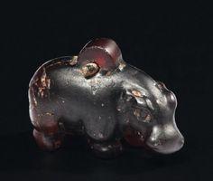 Middle Kingdom, Egypt - Rare amulette représentant un hippopotame passant,