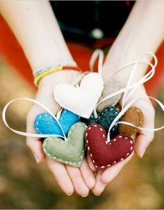 DIY Felt Heart Ornaments. Maybe I will leave up the Christmas tree & decorate it with these?