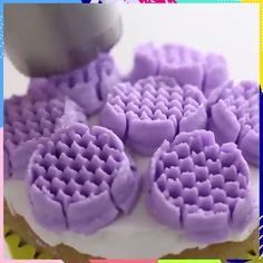These piping tips are on another level! Credit: The Icing Artist Cake Decorating Videos, Cookie Decorating, Cake Icing Tips, Russian Piping Tips, Cake Recipes, Dessert Recipes, Salty Cake, Dessert Decoration, Cupcake Cakes