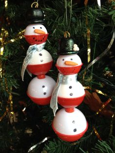 snowman ornament made from fishing bobbers - Yahoo Image Search Results Christmas Ornaments To Make, Christmas Crafts For Kids, Homemade Christmas, Diy Christmas Gifts, Christmas Projects, Christmas Fun, Holiday Crafts, Christmas Decorations, Beach Ornaments