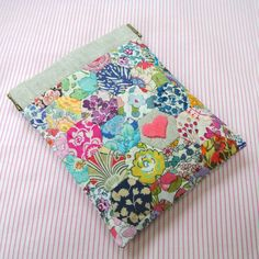 @ Sew Sweet Violet: Little Liberty of London Pouch .....so lovely and there is a link to free tutorial for the pouch
