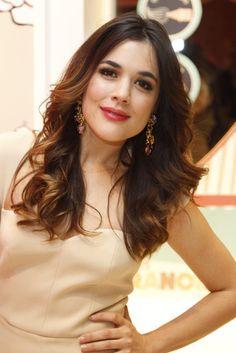 Adriana Ugarte, un sobresaliente en belleza, elegancia y simpatía