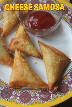 Super easy and cheesy samosa which takes less than 10 mins to make. Veg Recipes, Indian Food Recipes, Gourmet Recipes, Appetizer Recipes, Vegetarian Recipes, Snack Recipes, Cooking Recipes, Easy Iftar Recipes, Cooking Tips