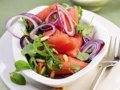 So simpel, aber so lecker! Melonen-Rauke-Salat mit Pinienkernen - smarter - Kalorien: 238 Kcal - Zeit: 30 Min. | eatsmarter.de