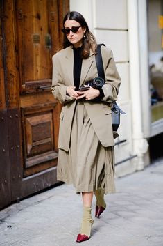 The Best Street Style From Paris Fashion Week Fall 2018 – Kate Cavanagh – Trend Best Street Style, Street Style Trends, Cool Street Fashion, Fashion Week, Paris Fashion, Trendy Fashion, Womens Fashion, Fashion Trends, Fashion Lookbook