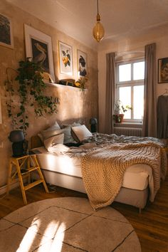 Shop my Home - Finde hier, wo Fridlaa ihre Möbel besorgt Here you will find all the links you need to shop for our apartment. If some articles are no longer available, I have looked for an alternative. Cute Room Decor, Aesthetic Room Decor, Aesthetic Bedrooms, Room Ideas Bedroom, Bedroom Night, Cozy Room, Bedroom Vintage, Vintage Bedroom Styles, Romantic Bedroom Decor