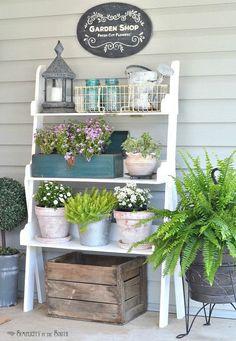 Best Spring Porch Sign Decor Ideas & Designs For 2020 Garden shop: Fresh cut flowers with plant Summer Porch Decor, Diy Porch, Diy Patio, Porch Ideas Summer, Backyard Patio, Backyard Landscaping, Porch Table, Porch Area, Pallet Patio