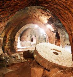 Dulkadirli yeraltı şehri/Kırşehir/// 1931'de Lous Delaperte'nin Kırşehir Dulkadirli Hashöyük'te 1943'te Halet Çamlıbel'in  Kırşehir'in değişik yörelerinde yaptıkları çalışmalar ile Helmut   D.Bossev'in yaptığı kazılar sonucu elde edilen tarihi eserler bu bölgenin M.Ö. 332 M.S. 18 yıllarında yaşayan Kapadokya (Güzel Atlar Ülkesi) Krallığı ile M.Ö. 1650 – 1200 yıllarında yaşamış Hitit İmparatorluğu uygarlık alanında kaldığı anlaşılmıştır.