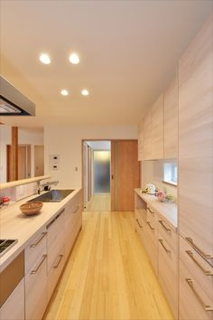 Japanese Modern House, Japanese Kitchen, Muji Home, Maple Kitchen, Ideal Home, Kitchen Design, Kitchen Cabinets, Baking Center, Kitchen Cabinetry