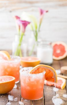 Grapefruit Salty Dog This pink beauty is actually a simple mixer. Combine vodka and grapefruit juice, and serve over lots of ice in glasses heavily rimmed in sea salt. Garnish with grapefruit slices Best Summer Cocktails, Fun Cocktails, Cocktail Drinks, Fun Drinks, Cocktail Recipes, Alcoholic Drinks, Beverages, Healthy Cocktails, Best Vodka Drinks