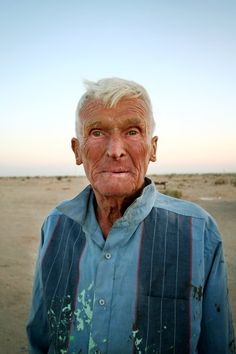 Leonard Knight, outsider artist who spent years building Salvation Mountain out of adobe, straw and paint. (Angela Carone/KPBS)