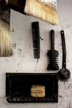 Mark-making tools — Pierre Soulages Action Painting, Painting & Drawing, Figure Drawing, Painting Process, Painting Tools, Calligraphy Tools, You Draw, Art Abstrait, Mark Making