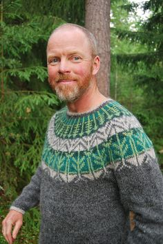 Veðurfræðingurinn/weatherman is a nearly-seamless yoke sweater, knit in the round from the bottom up. The sweater body is worked in the round in one piece. The sleeves are also worked in the round with increases. A few stitches are put on yarn holder for the underarm and later grafted together using kitchener stitch. Body and sleeves are then joined together and the pattern is worked evenly around in the yoke.