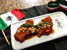 Espinazo en salsa de chile guajillo