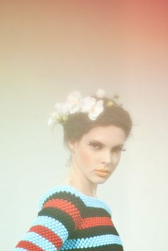 """Helen Rödel """"I bring crochet almost as a symbol. The proposition is to provide a new view to this ancient and widespread technique in Brazil. A tremendous challenge"""" Crochet Woman, Diy Crochet, Crochet Top, Crochet Style, Editorial, Knit Art, Hair Wreaths, Beautiful Textures, Crochet Fashion"""