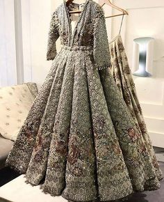 Indo Western Dresses Ideas for Wedding Pakistani Bridal Couture, Designer Bridal Lehenga, Bridal Lehenga Choli, Red Lehenga, Indian Bridal Outfits, Pakistani Wedding Outfits, Sangeet Outfit, Glam Look, Walima Dress