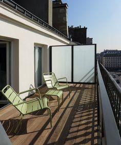 Terrasses ensoleillées du New Hotel Roblin à Paris Style Parisienne, Outdoor Furniture, Outdoor Decor, Location, Sun Lounger, Destinations, Home Decor, Terraces, Chaise Longue