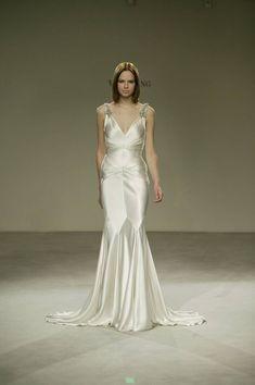 Vera Wang V-neck Silk Old Hollywood Wedding Dress