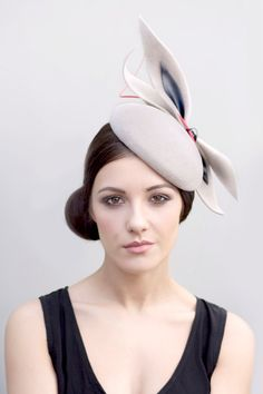 Etsy en https://www.etsy.com/es/listing/220925927/races-hat-with-bow-detail-fashion