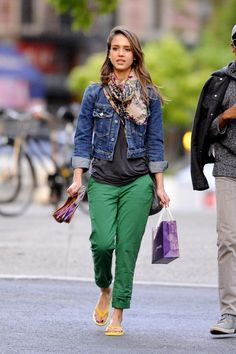 Jessica Alba, shows that you can combine a denim trucker jacket with any outfit