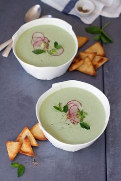 Chilled Cucumber Avocado Raita soup (replace yogurt with nondairy sub. Avocado Recipes, Healthy Dinner Recipes, Soup Recipes, Avocado Soup, Healthy Soups, Quick Dinner Recipes, Summer Recipes, Chilled Soup, Soup And Salad