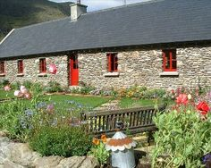 Stone walled garden perfect!  Cottage sleeps 6 in Kenmare, County Kerry.