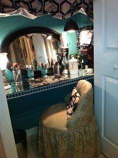 Closet Vanity – space saver… i like this! Vanity Area, Vanity Room, Diy Vanity, Vanity Tables, Closet Vanity, Bathroom Closet, Ikea Storage, Closet Storage, Kitchen Storage
