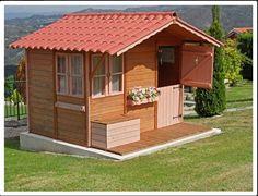 Casita de madera infantil MASIA.   3 ventanas todas practicables de 80x80 con apertura y cierre regulable Litera / escritorio en el interior de 184x81 cm Porche con baúl