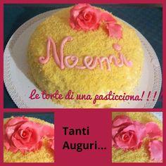 Torta mimosa con una rosa in pasta di zucchero...