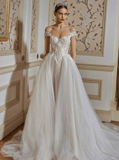 Whether you are a bride-to-be looking for some last-minute inspiration or just a fan of bridal fashion, these gowns do not disappoint. Gown: Galia Lahav Dream Wedding Dresses, Bridal Dresses, Wedding Gowns, Prom Dresses, Wedding Bride, Queen Wedding Dress, Wedding Week, Bridal Fashion Week, Bridal Collection