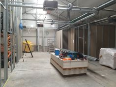 Opbouw van Wellopet Merelbeke: Voorbereiding van de verschillende ruimtes
