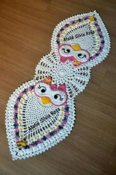 This post was discovered by Nu Crochet Owls, Crochet Home, Cute Crochet, Beautiful Crochet, Crochet Crafts, Crochet Projects, Knit Crochet, Lidia Crochet Tricot, Filet Crochet