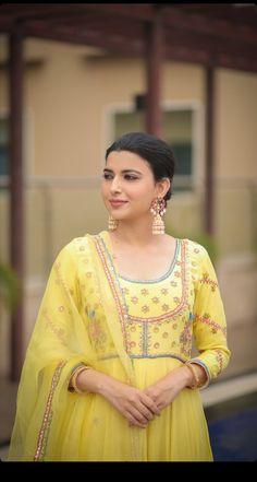 Nimrat Khaira, Wholesale Gold Jewelry, Suits For Women, Clothes For Women, Designer Party Wear Dresses, Indian Fashion, Womens Fashion, Punjabi Suits, Saree