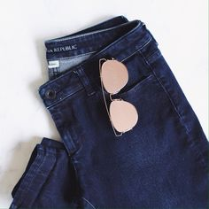 """Like new Dark Skinny Jeans Dark denim stretch indigo wash jeans // size 28 fits true to size, like a size 6 with approx 33"""" inseam  // do not fit me, so I will not be trying these on // super soft with a nice amount of stretch // slim fit Banana Republic Pants Skinny"""