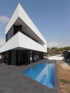 Ideas de #Casas de #Exterior, #Piscina, estilo #Moderno diseñado por Dosgeuvearquitectura s.l.p. Arquitecto con #Fachada  #CajonDeIdeas