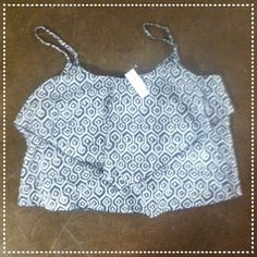 NWT Grey Patterned Gap Flowy Crop Top This gorgeous, flowy, crop top from the Gap is so perfect for this summer and fall! It is grey with a chic pattern on it and is a size XL. Whether you wear it alone or with a cardigan, this crop top will look great! It has never been worn and is in perfect condition! GAP Tops Crop Tops
