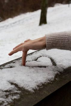 Snow heart - who doesnt love some gushy winter photography? Snow heart - who doesnt love some gushy winter photography? Winter Love, Winter Snow, Winter Christmas, 2015 Winter, Christmas Door, Merry Christmas, Adorable Petite Fille, Winter Photos, Winter Beauty