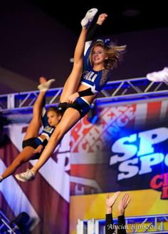 WHAAAAT HOW DO YOU GET A PRETTY KICK DOUBLE PICTURE Omg she looks so cute, but lol look at gabi's face in the back