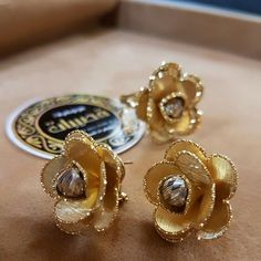 211.5k Followers, 0 Following, 1,453 Posts - See Instagram photos and videos from 👑مجوهرات_قصيبات👑 (@gusibat_jewellery) Gold Ring Designs, Gold Earrings Designs, Gold Jewellery Design, Gold Jewelry, Jewelery, Jewelry Necklaces, Stylish Jewelry, Modern Jewelry, Fashion Jewelry