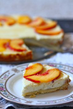 14 Desserts Made With Greek Yogurt: Greek Yogurt Cheesecake with Peaches and Honey Filling: 2 cups greek yoghurt, cups sugar, 1 tbsp cornstarch, 2 eggs, 2 tbsp vanilla. Top with peaches :). Just Desserts, Delicious Desserts, Yummy Food, Greek Yogurt Cheesecake, Greek Yoghurt, Peach Cheesecake, Cheesecake Squares, Cheesecake Recipes, Dessert Recipes