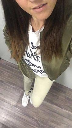 "Pull Blanc ""Good things will happen"" Zara - Blazer Kaki Jennifer - Pantalon kaki reversible army - Stan smith balnc/bleu adidas. Zara Blazer, Stan Smith, New Outfits, Army, Adidas, T Shirts For Women, Shit Happens, Fashion, La Mode"