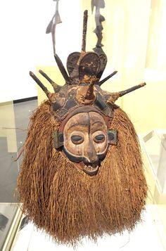 Ndeemba Mask for N-khanda initiation - Yaka people, Bandundu province, Democratic Republic of the Congo, early 20th century, wood, raffia fiber, pigment - Brooklyn Museum - Brooklyn, NY - DSC08586.JPG