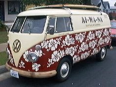 An older @VW Splitty Bus showing its #Aloha spirit