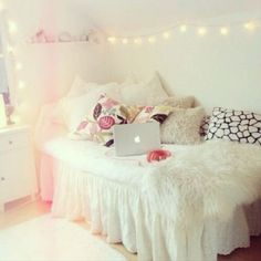 About r o o m on pinterest tumblr room girly and black mirror